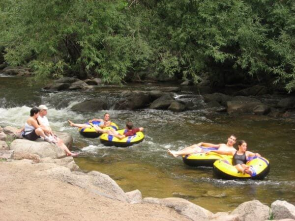 2834079-Tubing-down-Boulder-Creek-0 (600x450)